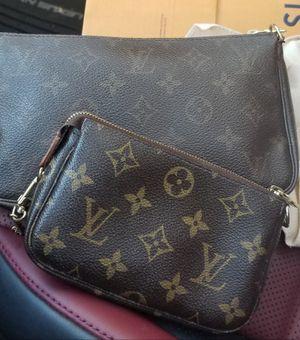 Louis Vuitton minni pouchett for Sale in Seattle, WA