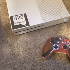 Xbox One S with Controller for Sale in Sparks, NV