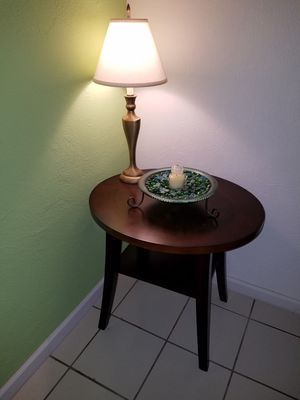 Table/lamp/decoration for Sale in Oviedo, FL