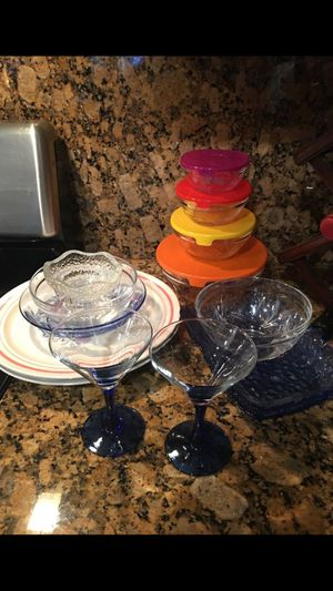 Kitchen Pyrex food storage , martini glass and more , all for $13 for Sale in Burbank, CA