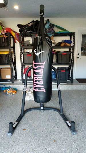 Everlast Punching bag and stand for Sale in Fort Lauderdale, FL