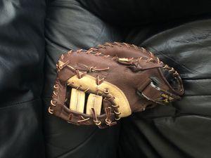 Mizuno first basemen baseball glove for Sale in Phoenix, AZ