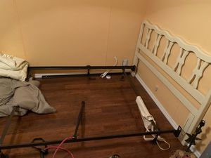 BED FRAME W/HEAD BOARD (double) for Sale in Davenport, FL