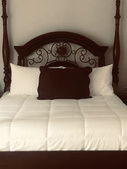Solid Wood Queen Bedroom Set for Sale in Tualatin,  OR
