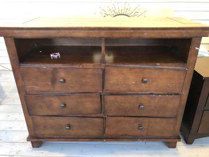 Brown dresser for Sale in Battle Ground, WA