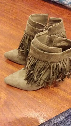 New Women's Fringe boots size 6 and 1/2 for Sale in San Marcos, TX