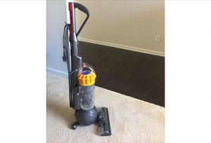 Dyson vacuum cleaner for Sale in St. Louis, MO