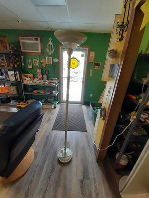Floor lamp for Sale in North Ridgeville, OH
