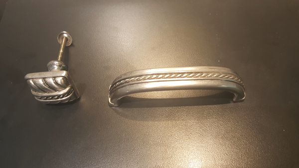 Stainless steel kitchen cabinets knobs (24 verticals) and (4) knobs