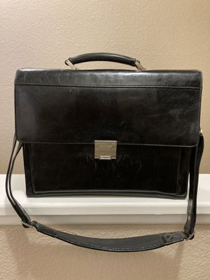 Kenneth Cole Leather Messenger Bag for Sale in Las Vegas, NV