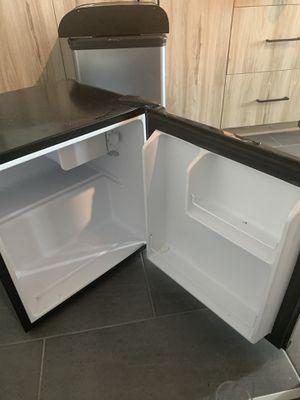 Mini fridge for Sale in Atlanta, GA