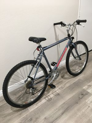 """(Excellent Condition) 26"""" MONGOOSE 21 SPEED MOUNTAIN BIKE for Sale in Mission Viejo, CA"""