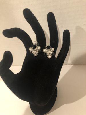 Black & white flower bud earrings w/ Diamond Accent for Sale in North Las Vegas, NV