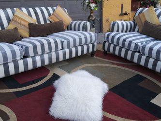 Set 2 couches With Pillows Clean Good Condition for Sale in Las Vegas,  NV