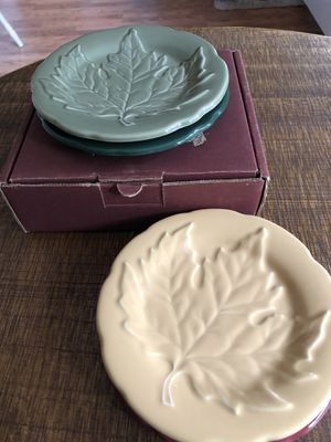 LONGABERGER Fall Leaves, pottery leaf plates for Sale in Puyallup, WA