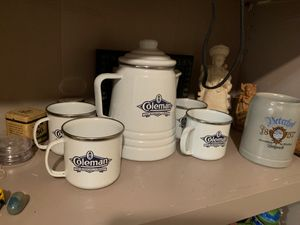 Coleman coffee pot and 4 cups for Sale in Modesto, CA