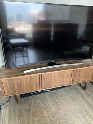 "65"" 4K Ultra HD Smart TV & soundbar for Sale in Chicago, IL"