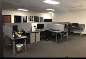 4 office desks (Grey high end office work stations) for Sale in Chino Hills, CA