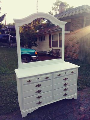 Gorgeous real wood 6 drawer dresser with mirror for Sale in Columbus, OH