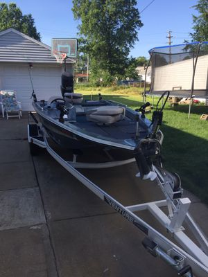 1989 venture 115 hp mercury outboard motor with trailer for Sale in Valley View, OH