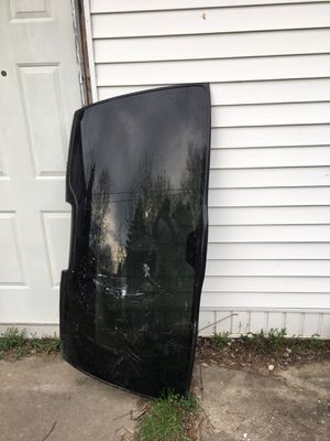 GMC Yukon back window for Sale in Saginaw, MI