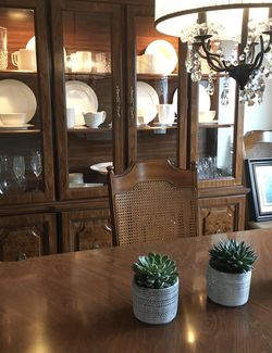 FREE Broyhill Dining Room Set 9-Pieces for Sale in Willowbrook,  IL