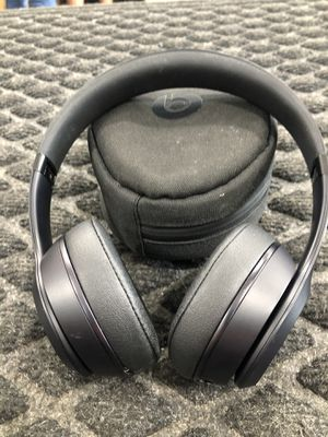 Beats Solo3 wireless BT headphones with soft case. for Sale in Humble, TX