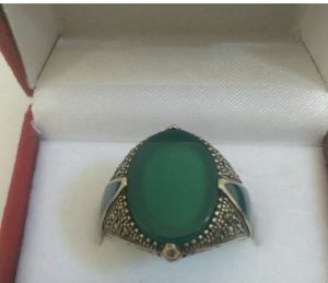An Impressive Vintage .925 Sterling Silver Heavy RING accented with a flat green oval Agate Cabochon, Agate inlays on the sides and Marcasite. Weig for Sale in San Diego, CA