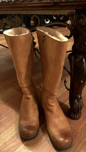 UGG® Australia Broome ll Womens Chestnut Brown Nubuck Leather Sheepskin Boots 1916 for Sale in The Bronx, NY