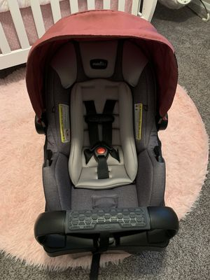 Evenflo Infant Car seat with base for Sale in Mesa, AZ