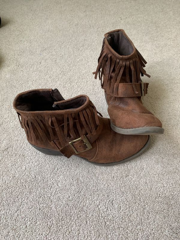 Ladies size 6 brown fringe booties