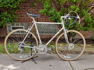 1976 Schwinn Superior, 10 speed, 61 cm road bike, made in USA for Sale in Cleveland, OH