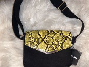 BRAND NEW YELLOW SNAKE SKIN PURSE for Sale in Rancho Cucamonga, CA