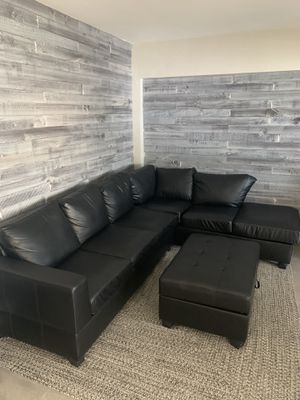 Black sectional couch with ottoman for Sale in Hollywood, FL