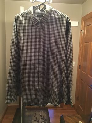 Men's XL (17-17 1/2) black and white Van Heusen dress shirt. for Sale in Greenville, WI