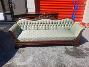 4'high Victorian couch for Sale in Columbia, SC