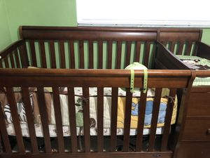 Huge Crib W/Changing Table & Two Bedding Sets for Sale in Miramar, FL