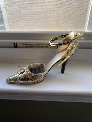Ring holders high heel- new never used. for Sale in Pennington, NJ