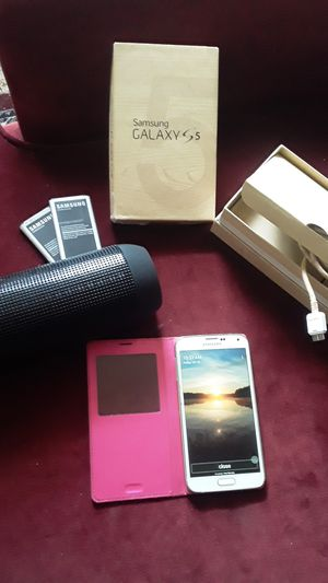 Samsung Galaxy S5 w/ original box and wireless speaker for Sale in Atlanta, GA