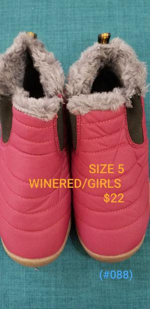 KIDS RAIN BOOTS/SNOW SIZE 5 for Sale in Alta Loma, CA