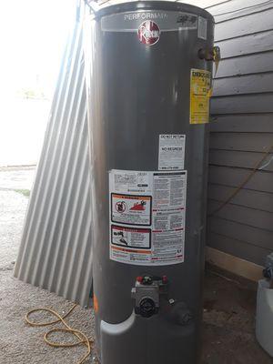 Water heater de gas natural for Sale in Bakersfield, CA