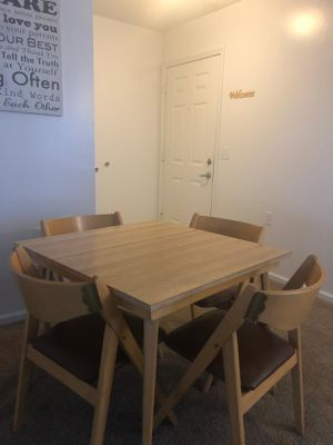 Dinning table for Sale in Mount Pleasant, MI