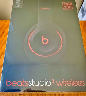 Beats studio 3 wireless- decade collection for Sale in St. Louis, MO