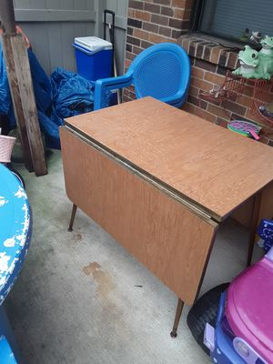 Vintage Table and Chairs for Sale in Pataskala, OH