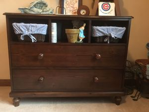 Crib and dresser/changing table for Sale in Green Valley, IL