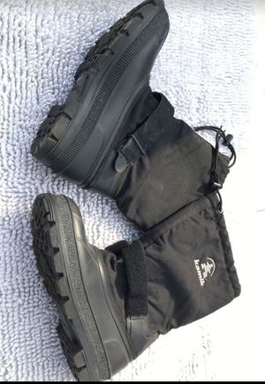 Mans 13 snow boots for Sale in Fresno, CA