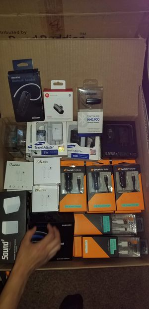 Cases,chargers,screen protectors and moreee for Sale in Vernon, CA