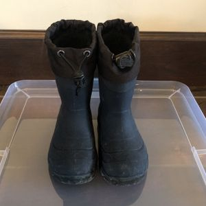 Snow Boots - Little Kid size 9 for Sale in Pomona, CA