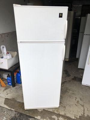Ge White 14.0 cu ft fridge/freezer for Sale in Lake Tapps, WA