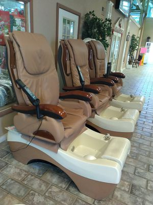 nail salon going out of business sale all equipment is a year old for Sale in Plymouth, PA